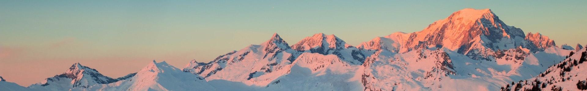 szczyty gór ośnieżone