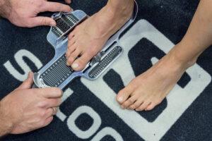 pomiar stopy na miarce brannock. mierze długości i szerokośći